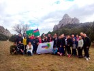 Судебные приставы установили флаг Службы на горе Караул-Оба-1